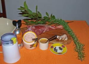Die Gewürze, die bevorzugt zum Wildschinken selber machen verwendet werden.